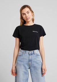 Miss Green - WHAT A WONDERFUL WORLD - T-shirts print - black - 0