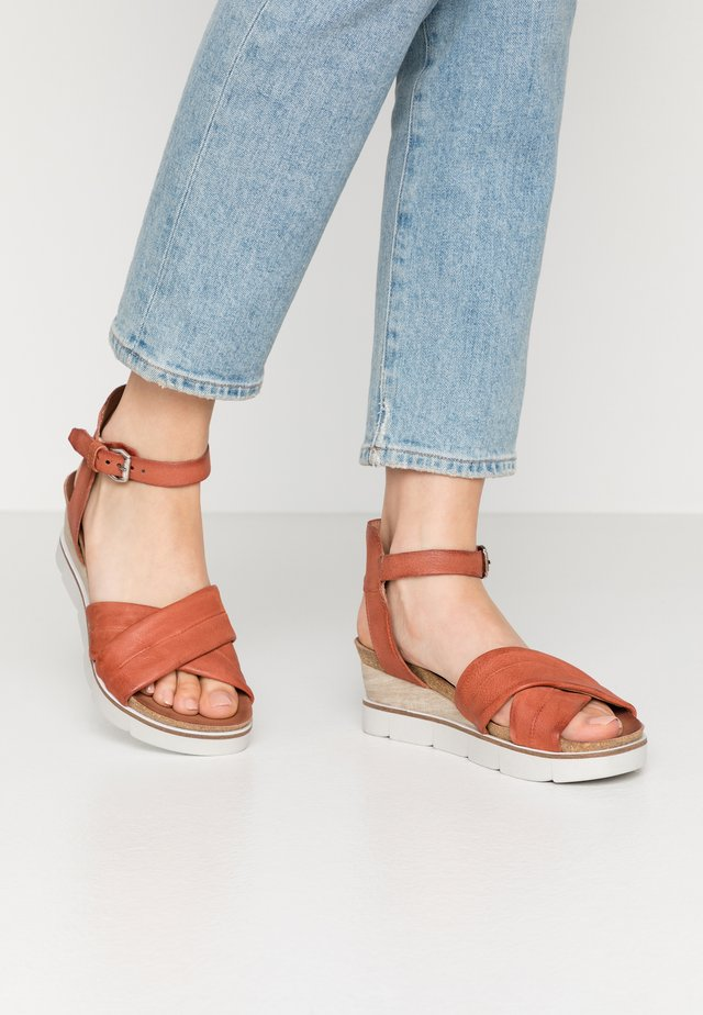 Wedge sandals - cannella