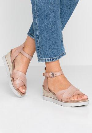 Sandalias de cuña - perla