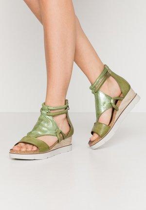 Platform sandals - cactus