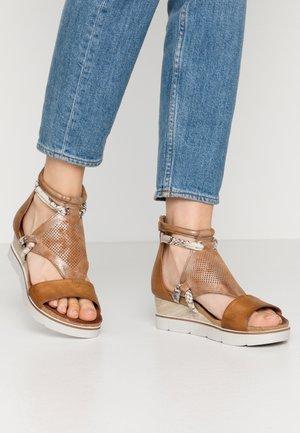 Sandalen met plateauzool - sella roccia