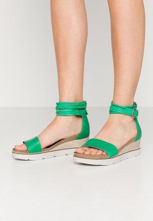 Platform sandals - menta