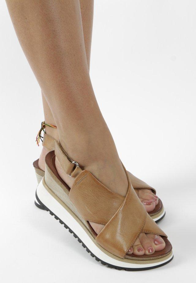 Platform sandals - brown