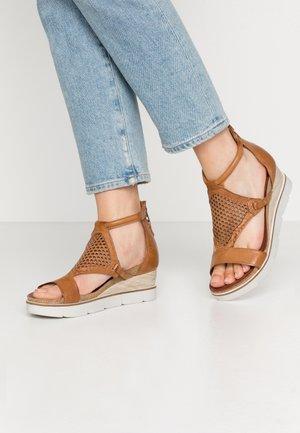 Sandalen met sleehak - sella