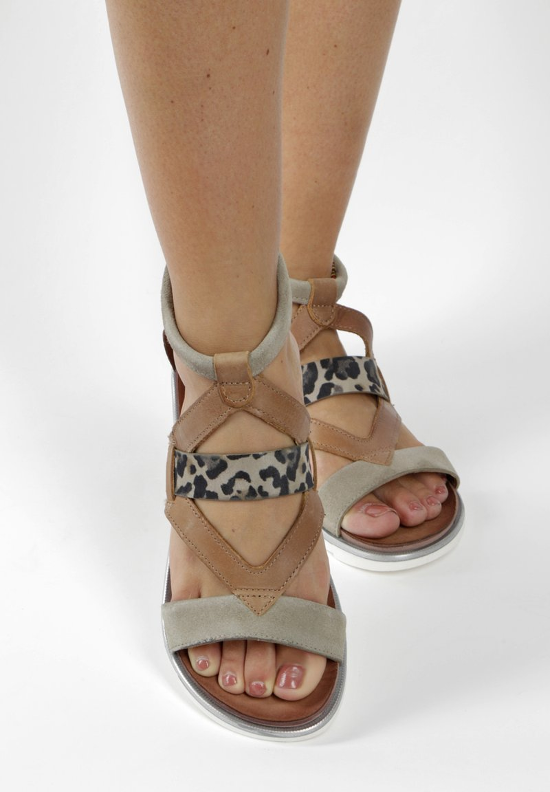 MJUS - Ankle cuff sandals - brown