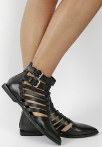 MJUS - Ankle cuff sandals - black - 0
