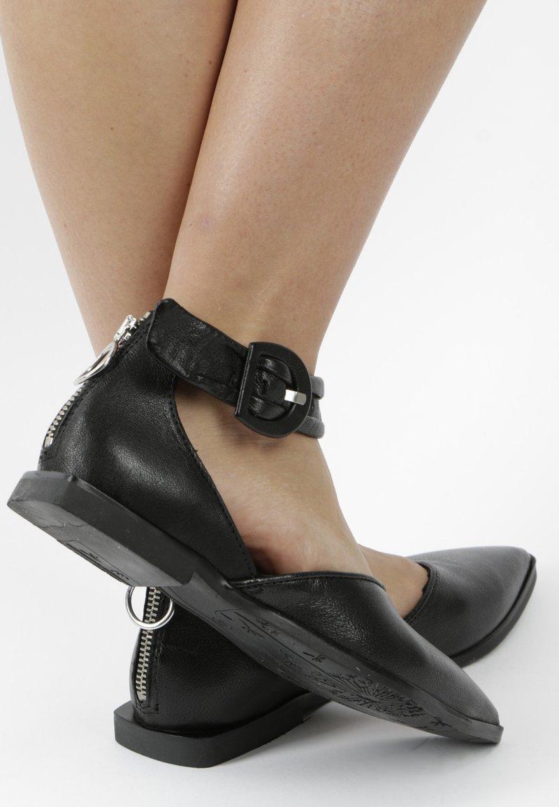 MJUS - Ankle strap ballet pumps - black