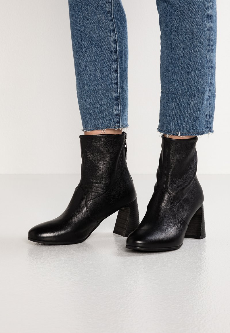 MJUS - Classic ankle boots - nero