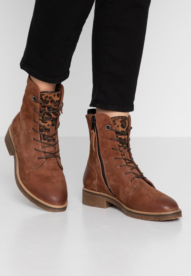 Lace-up ankle boots - terra