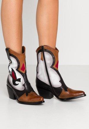 Cowboy/biker ankle boot - brandy popora