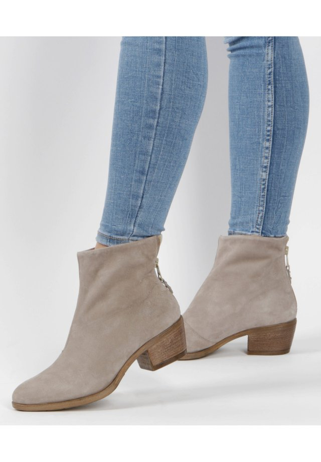 STIEFELETTEN - Classic ankle boots - grau