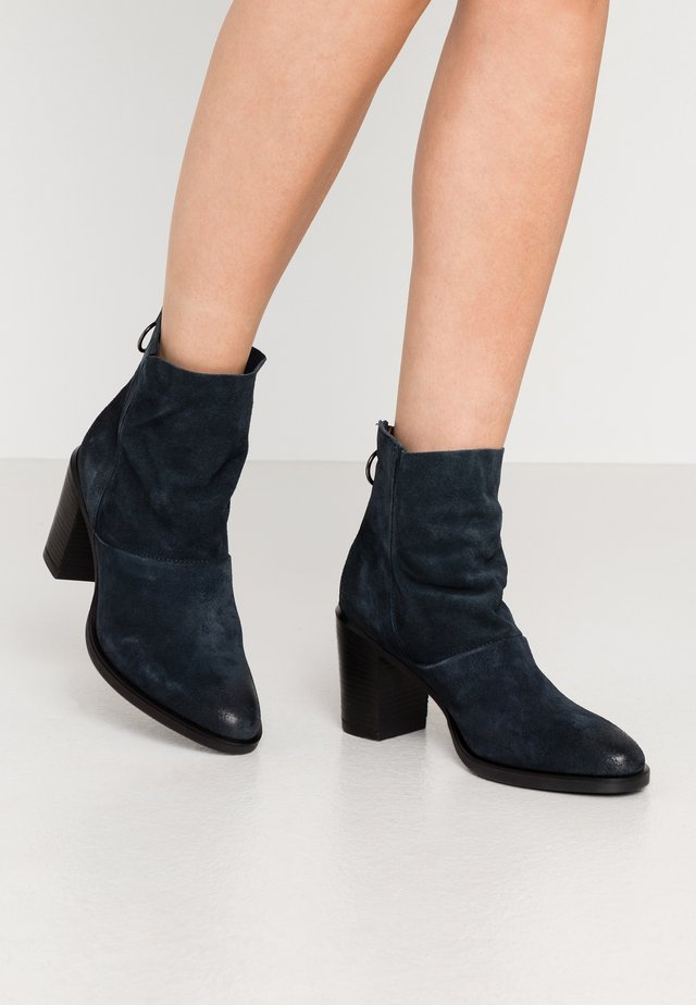 Classic ankle boots - ink