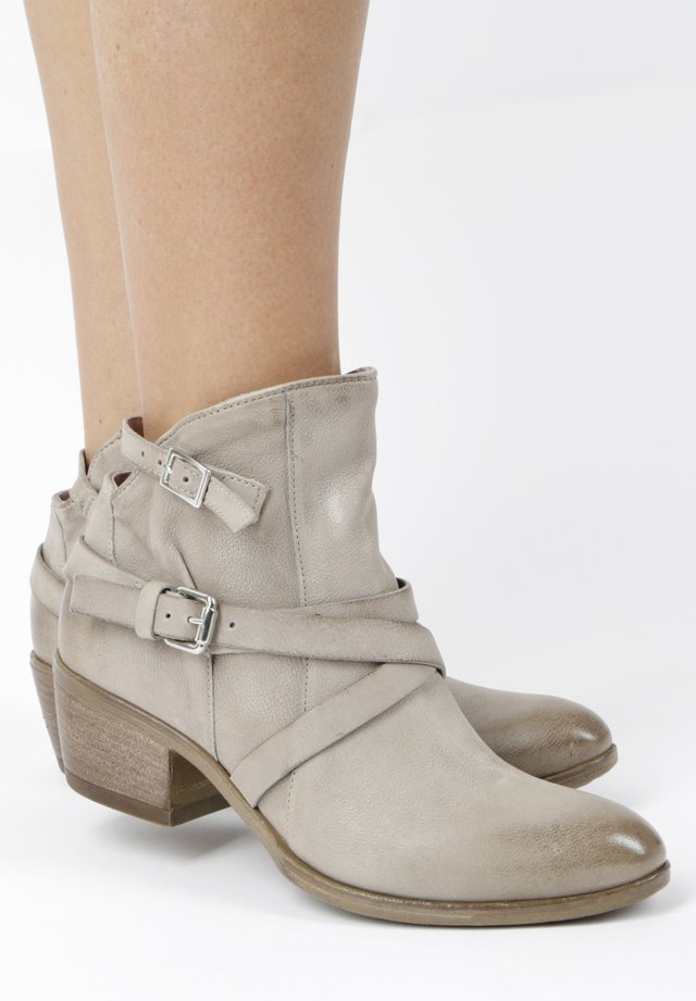Cowboy/biker ankle boot - grey