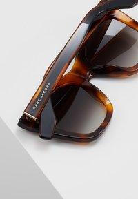 Marc Jacobs - Zonnebril - brown - 4