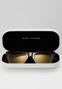 Marc Jacobs - Zonnebril - brown - 2