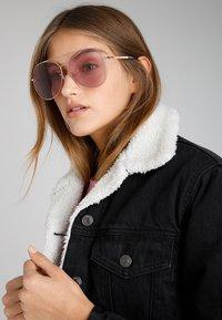 Marc Jacobs - Sunglasses - plum - 1