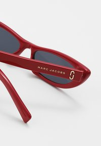 Marc Jacobs - Sonnenbrille - red - 3
