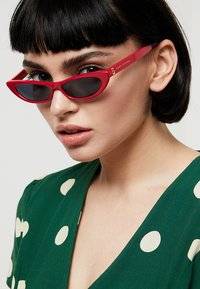 Marc Jacobs - Sonnenbrille - red - 1