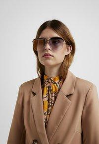 Marc Jacobs - Sluneční brýle - black - 1