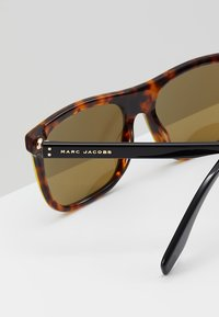 Marc Jacobs - Sonnenbrille - black - 4