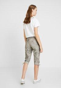 Marjo - REVITA - Shorts - stein - 2