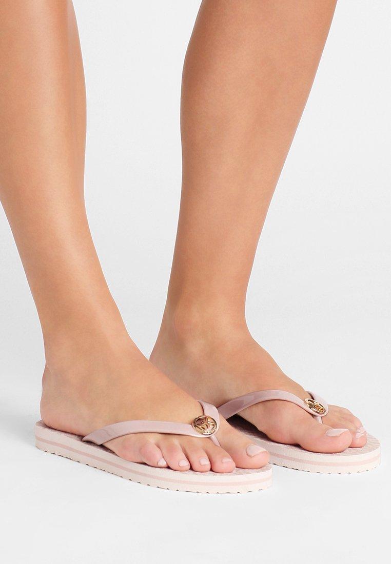 MICHAEL Michael Kors - STRIPE EVA - Sandály s odděleným palcem - ballet