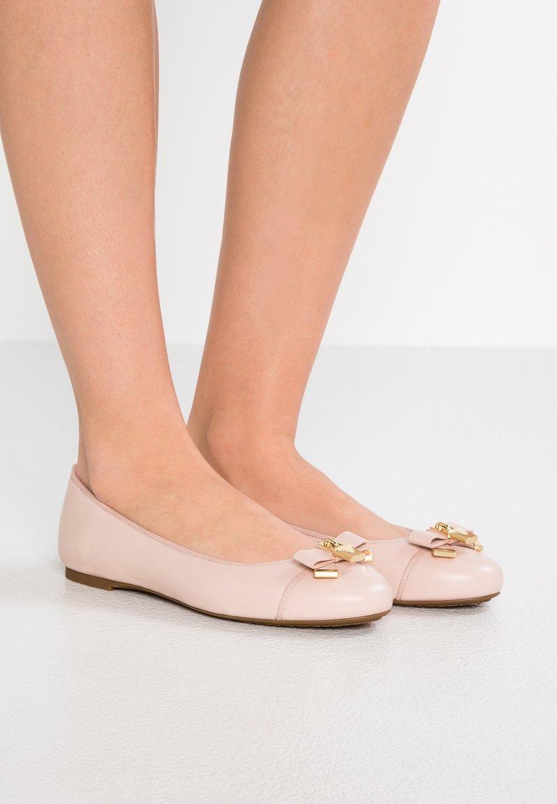MICHAEL Michael Kors - ALICE BALLET - Ballerinat - soft pink
