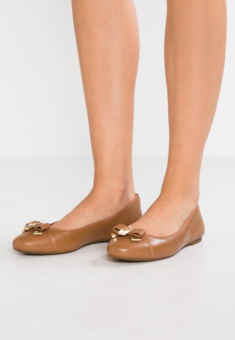 MICHAEL Michael Kors - ALICE BALLET - Klassischer  Ballerina - nude