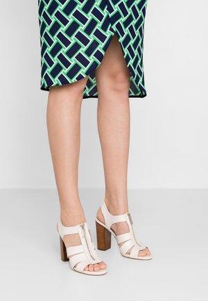 DAMITA  - Sandály na vysokém podpatku - light cream