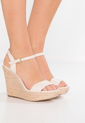 JILL WEDGE - Sandály na vysokém podpatku - light cream