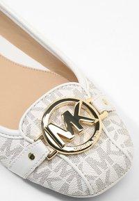 MICHAEL Michael Kors - FOLTON MOC - Ballerinasko - vanilla - 2