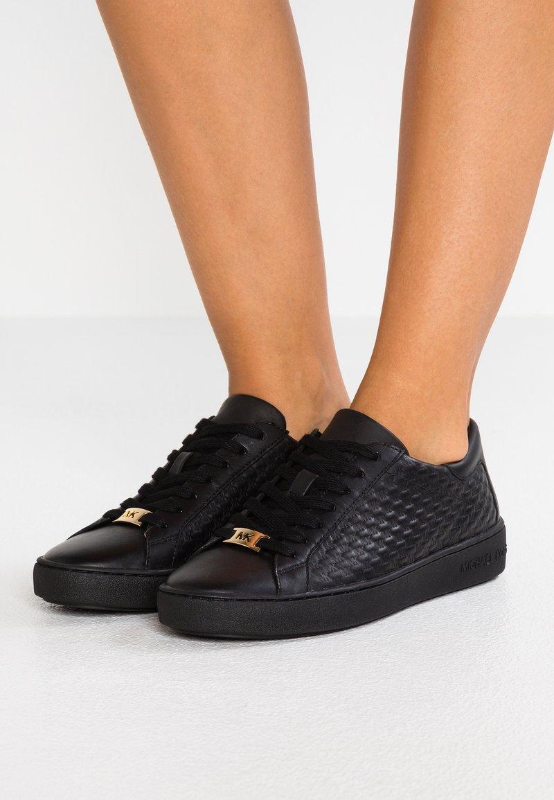 MICHAEL Michael Kors - COLBY - Sneakers laag - black