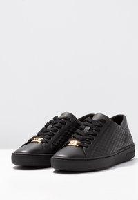MICHAEL Michael Kors - COLBY - Sneakersy niskie - black - 4
