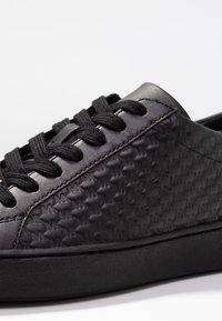 MICHAEL Michael Kors - COLBY - Sneakers laag - black - 2