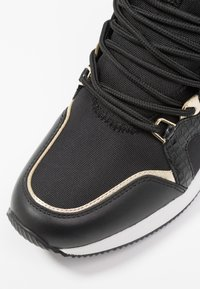 MICHAEL Michael Kors - LIV TRAINER - Zapatillas - black/brown - 2