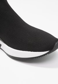 MICHAEL Michael Kors - SKYLER - Sneakers hoog - black - 2