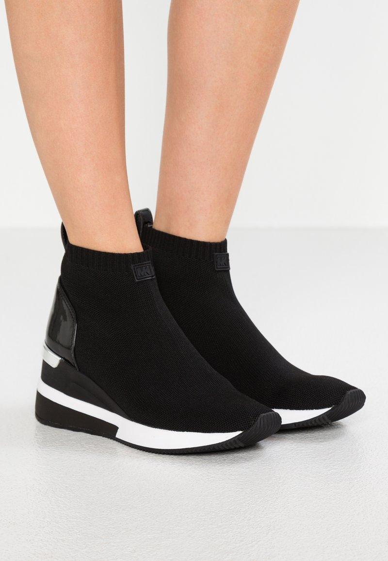 MICHAEL Michael Kors - SKYLER - Sneakers hoog - black