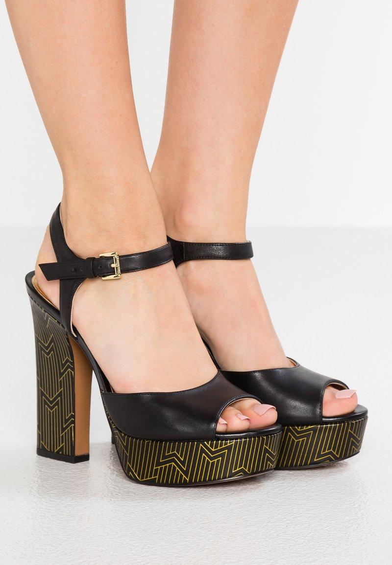 MICHAEL Michael Kors - BENNETT PLATFORM - Sandaler med høye hæler - black