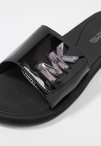 MICHAEL Michael Kors - SLIDE - Pantolette flach - black - 2