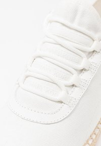 MICHAEL Michael Kors - FINCH LACE UP - Zapatillas - white - 2