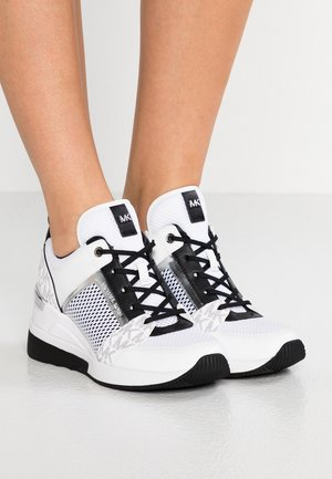 GEORGIE TRAINER - Baskets basses - bright white/metallic