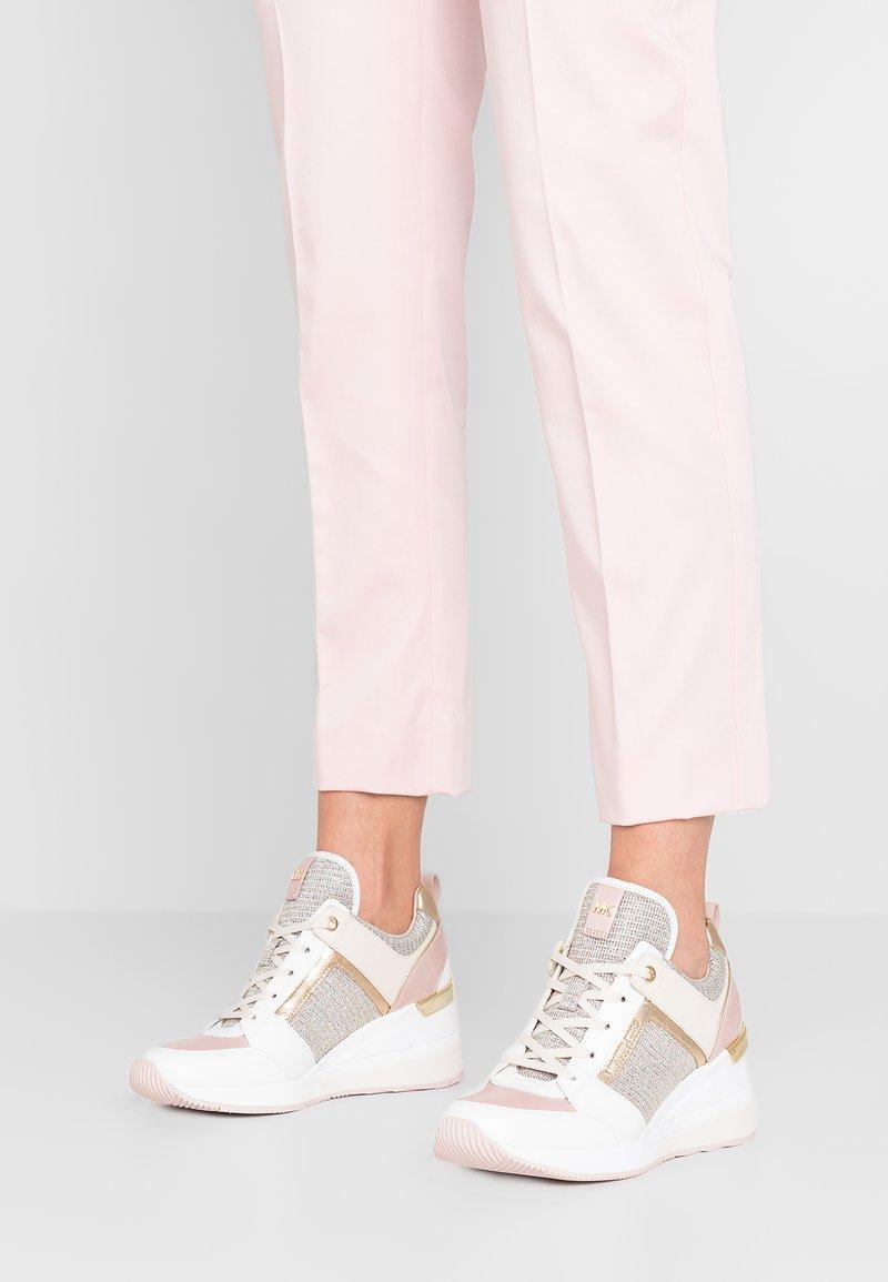 MICHAEL Michael Kors - GEORGIE TRAINER - Sneakers laag - soft pink/multicolor