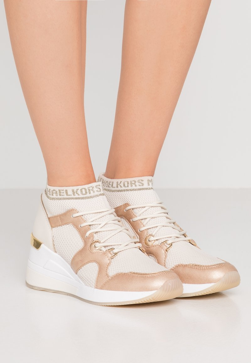 MICHAEL Michael Kors - HILDA TRAINER - Sneaker high - cream/gold