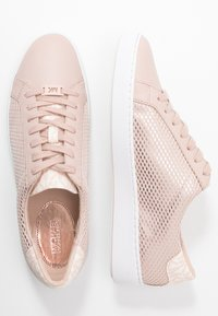 MICHAEL Michael Kors - IRVING LACE UP - Sneakers laag - soft pink - 1