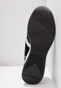 MICHAEL Michael Kors - LIV BUBBLE TRAINER - Sneaker low - black/optic white - 6
