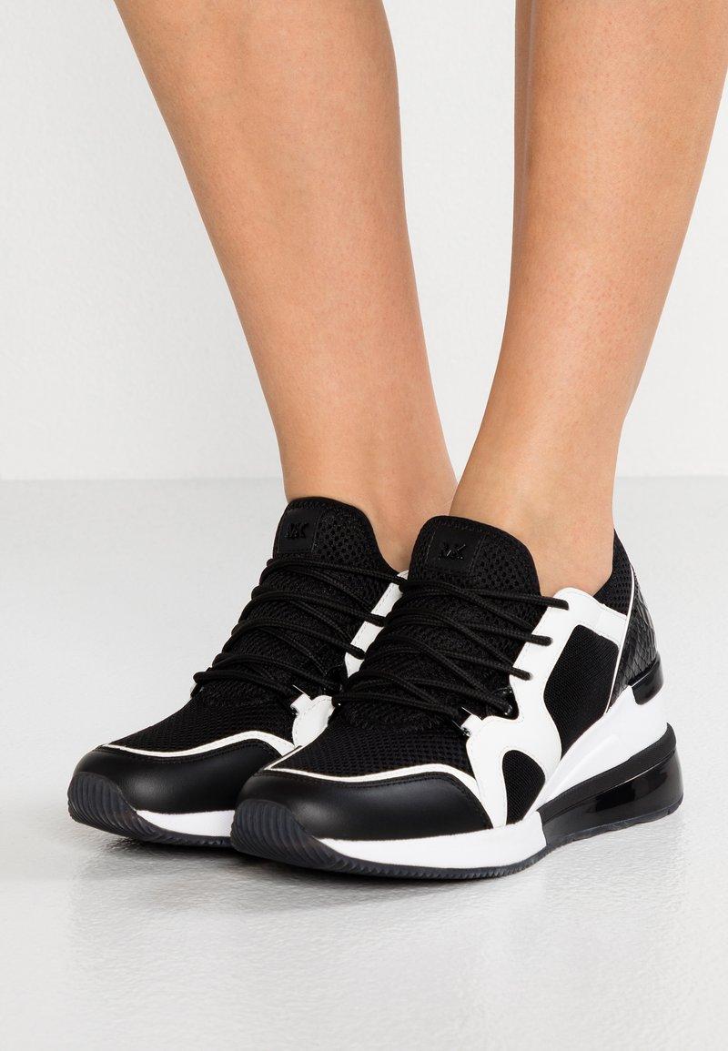 MICHAEL Michael Kors - LIV BUBBLE TRAINER - Sneaker low - black/optic white