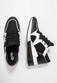 MICHAEL Michael Kors - LIV BUBBLE TRAINER - Sneaker low - black/optic white - 3