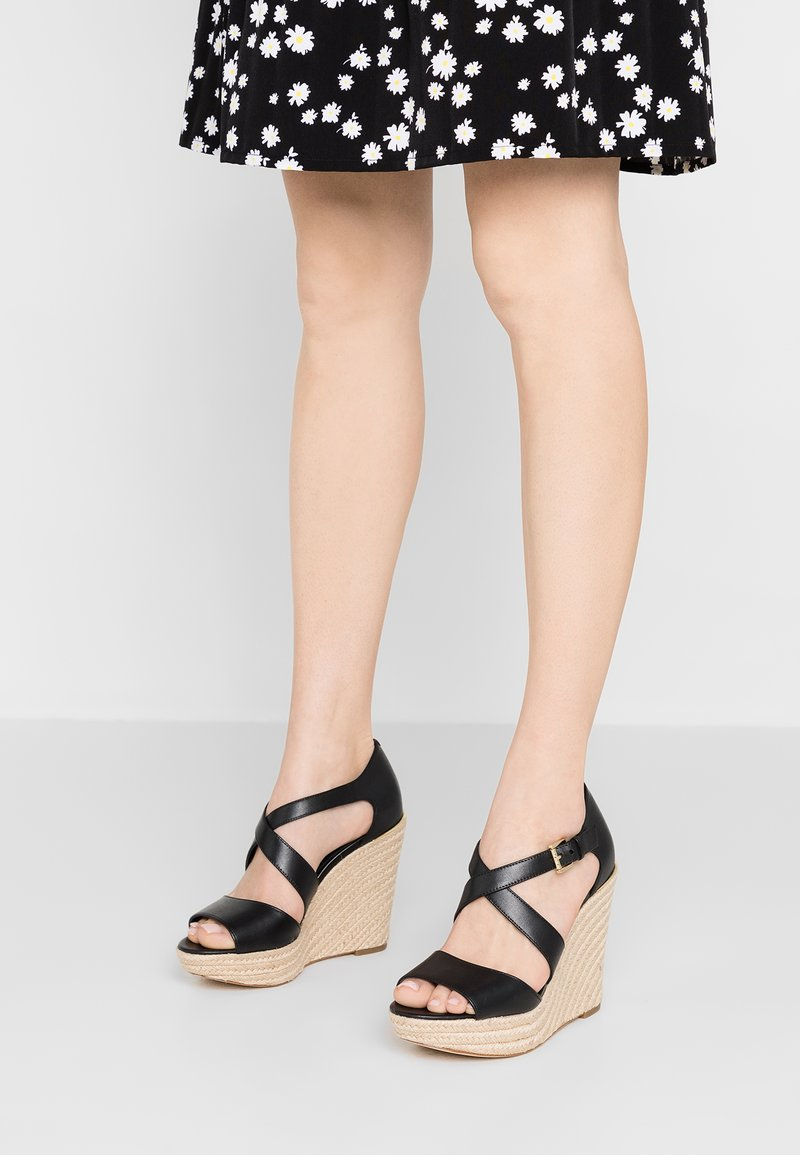 MICHAEL Michael Kors - ABBOTT WEDGE - High Heel Sandalette - black