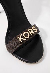 MICHAEL Michael Kors - GOLDIE SINGLE SOLE - Sandalias de tacón - black/brown - 2