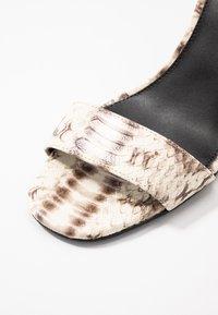 MICHAEL Michael Kors - FIONA WEDGE - Korolliset sandaalit - natural - 2